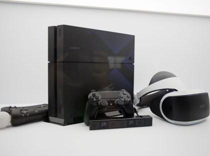 Если раньше приставка PlayStation 4 стоила на российском рынке примерно 19 тыс. руб., то после релиза ее цена опустилась до 15 тыс. 999 руб // Ariana Ruiz / Global Look Press