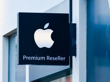 Глава компании Wistron Роберт Хван подтвердил журналистам наличие у нового поколения iPhone функции зарядки по Wi-Fi // Artur Widak / Global Look Press