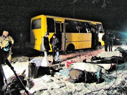 Взорванный автобус в Донецке // AP / East News