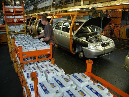 «АвтоВАЗ» намерен в 2015 году продать на российском рынке 325 тысяч автомобилей // Russian Look