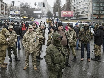 Бойцами блокировано движение транспорта на одной из крупнейших магистралей Киева // Олег Переверзев / Global Look Press