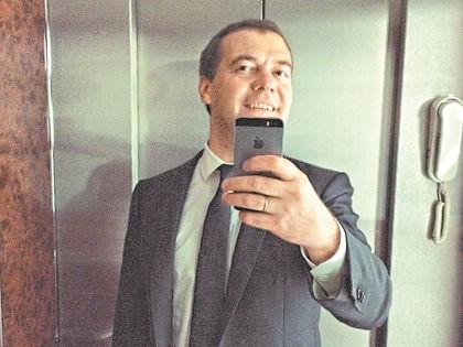 Фото премьер-министра РФ в лифте имело оглушительный успех // инстаграм Дмитрия Медведева