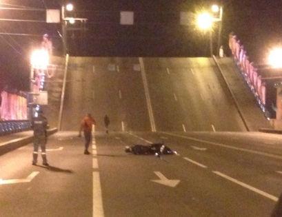 По словам очевидцев, бурных оваций мотоциклист не получил //  Denis Guest / «ДТП и ЧП | Санкт-Петербург» «Вконтакте»