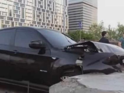 Дени Мирзоев сбил байкера в ночь на 21 мая на Кутузовском проспекте в Москве // Кадр YouTube