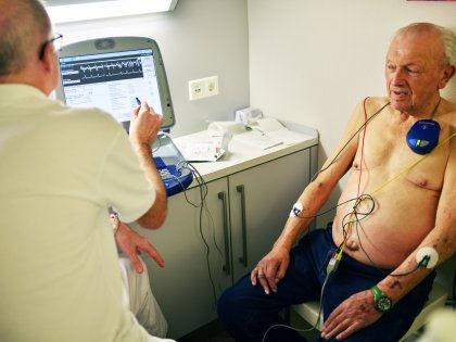 Врачи путают болезнь Паркинсона с алкоголизмом // Global Look Press