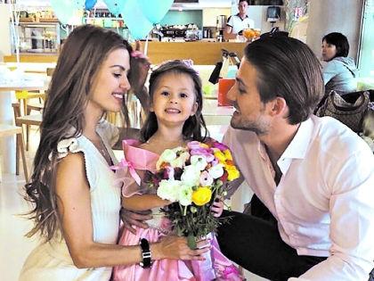 Виктория Боня с мужем и дочкой живут в Монако // социальные сети