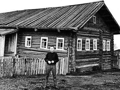 В 1965 году поэт Иосиф Бродский, показательно осужденный ленинградским судом за тунеядство и отправлен на поселение в деревню Норинская Архангельской области // Shutterstock