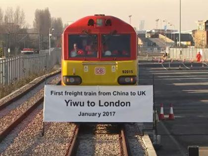 Первый поезд из Китая в Британию вот-вот «перережет финишную ленточку» на вокзале в Лондоне // стоп-кадр / Youtube