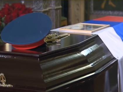 Артисты ансамбля Александрова лежали в 35 закрытых гробах // Стоп-кадр YouTube
