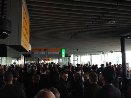 Обесточенный аэропорт Схипхол // Пользователь @JurjenIJ / Twitter.com