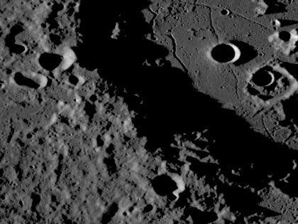На месте будущей лунной базы обнаружили замёрзшую воду  // Global Look Press
