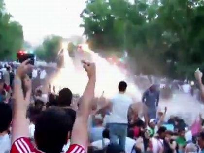 Разгон демонстрантов  // Кадр YouTube