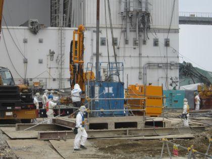 515 кг загрязнённой радиоактивными веществами почвы оказались во дворе жилища // Global Look Press