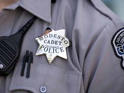 В машине мужчин нашли оружие и наркотики  // Global Look Press