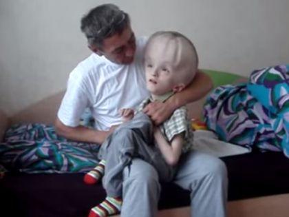 Последние месяцы Глеб Кислицын вместе с папой лежал в больнице // Кадр YouTube
