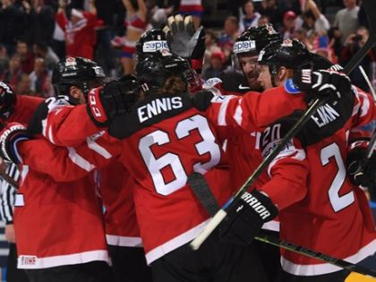 Канадцы выглядели мощнее, крепче и увереннее россиян // Richard Wolowicz/HHOF-IIHF Images