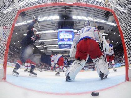 Россияне рискуют не защитить свой титул чемпионов мира // Richard Wolowicz/HHOF-IIHF Images