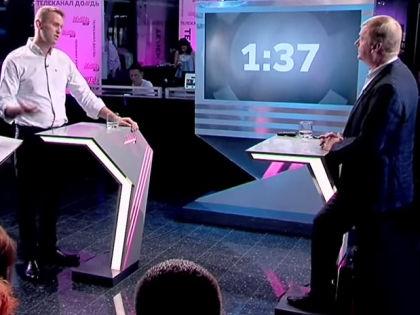 Алексей Навальный и Анатолий Чубайс // Стоп-кадр «Дождя»