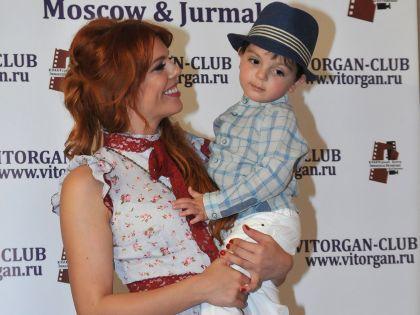 Анастасия Стоцкая с сыном // Ольга Бударина