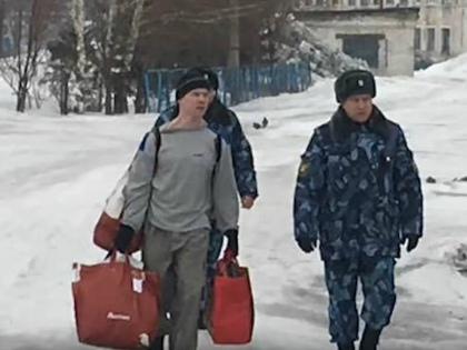 Освобождение Ильдара Дадина из колонии 26 февраля 2017 года // Стоп-кадр YouTube