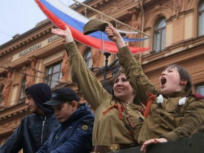 Не все разделяют подобные патриотические настроения // Russian Look