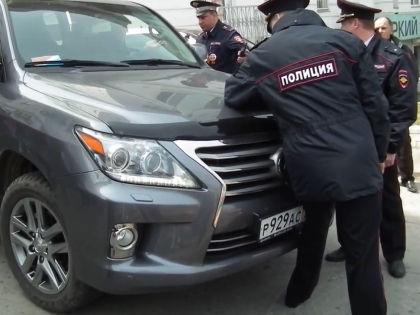 Хачатрян отказался подчиниться требованиям полиции и попытался прорвать оцепление // YouTube