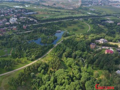 Олигарху есть где и погулять, и поплавать, и полетать // Sobesednik.ru