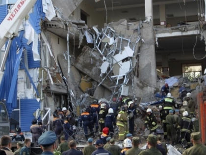 Ликвидация последствий обрушения казармы в Омске // МЧС Медиа