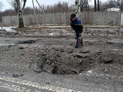 По одной из версий, за взрывом в Донецке 8 февраля стоят сами сепаратисты // Russian Look