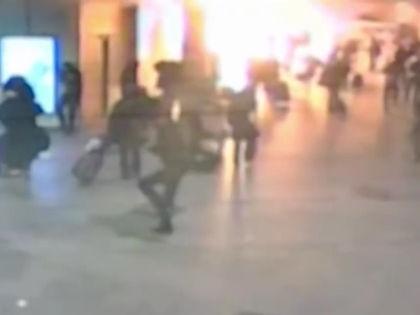 В результате теракта в «Домодедово» 24 января 2011 года погибли 37 человек и 172 получили ранения // Кадр: Youtube
