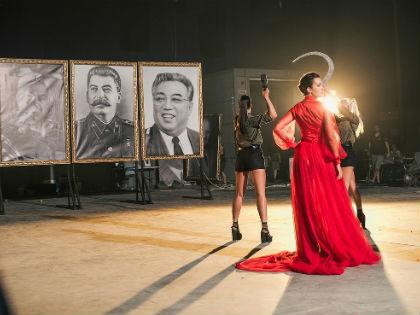 «Портреты тиранов будут предаваться огню, расстрелу и прочим экзекуциям...» // пресс-служба певицы Славы