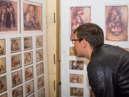 На выставке «Детский МИР (Музей Истории Русской) открытки» // архив