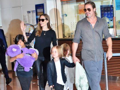 Анджелина Джоли, Брэд Питт и их дети // Global Look