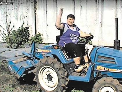 В жизни Анна Сандалова ездит на тракторе, а в виртуале – на танках // из личного архива