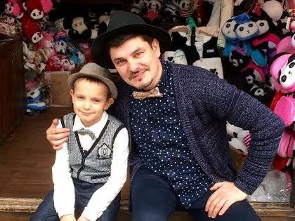 Евгений Колесов с сыном Гордеем, который победил на шоу талантов в Китае // предоставлено Optim Consult