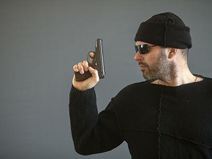 В руках злоумышленника находился предмет, похожий на пистолет // Николай Гынгазов / Russian Look