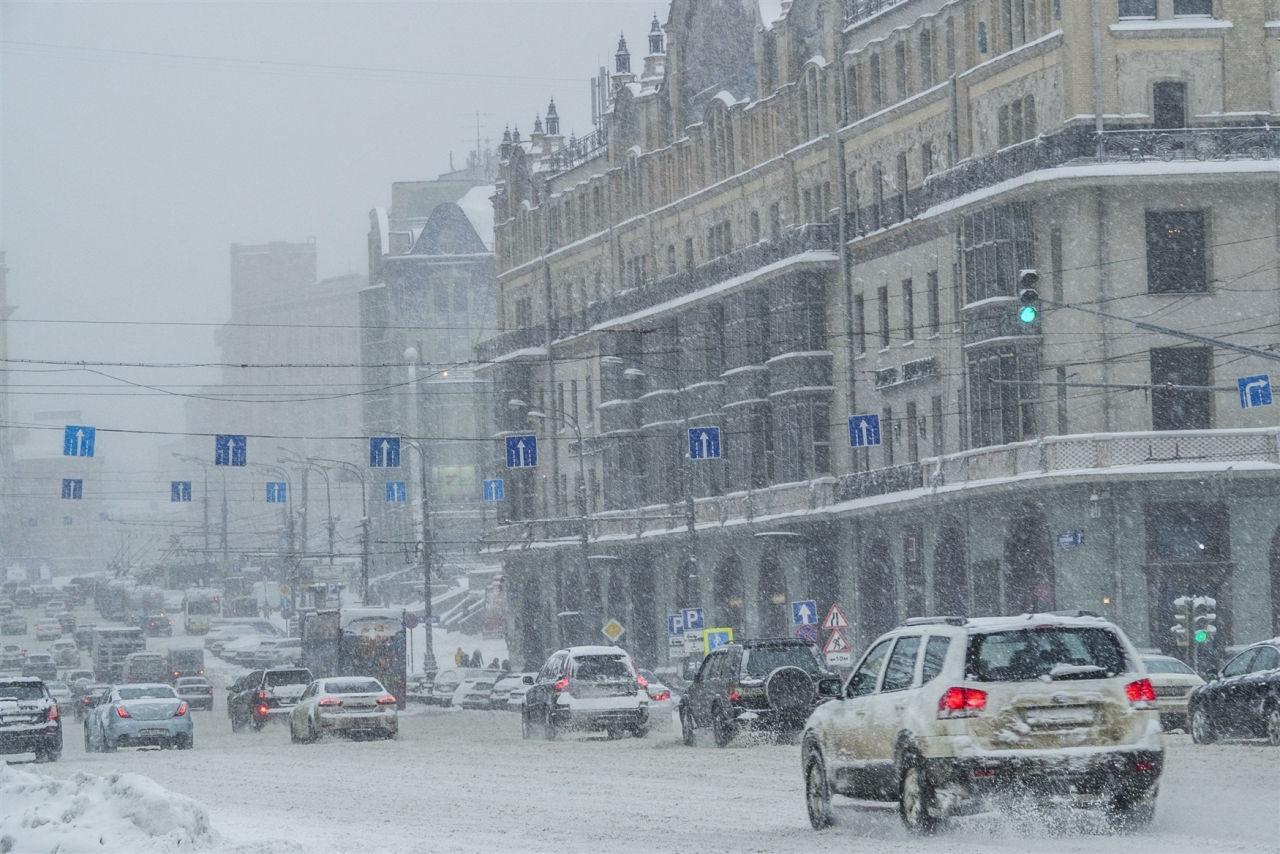 Атмосферное давление в Москве упало до 720,8 мм ртутного столба // Russian Look