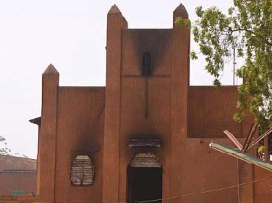 В Нигере из-за карикатур на пророка Мухаммеда жгут христианские церкви // Кадр YouTube