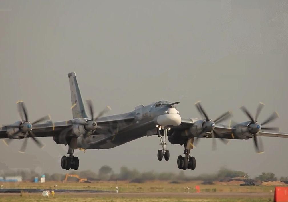 Российские Ту-95МС замечены над Ла-маншем // Кадр YouTube