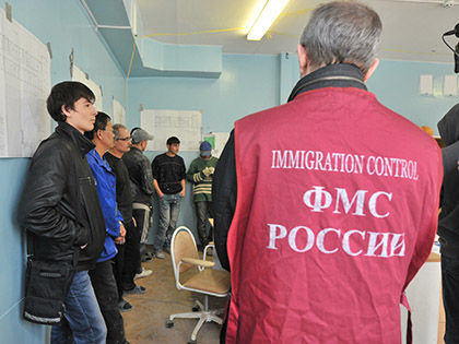 По данным ведомства, количество въезжающих в РФ мигрантов уже сократилось на 70% // Russian Look