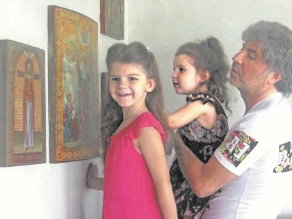Певец со своими дочками Сандрой  и Лизой // из личного архива
