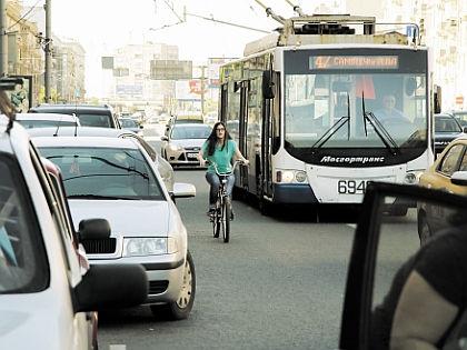 На велосипеде по Москве // Александр Алешкин / «Собеседник»