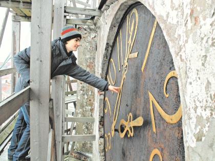 Одиннадцатиклассник, который собирается стать историком, забрался на башню прямо по лесам и перезапустил часы // Артур Киреев