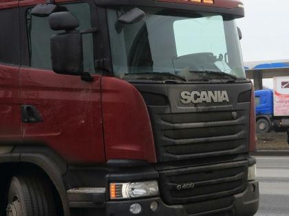 На границе между Крымом и Украиной стоят более 800 грузовиков //  Замир Усманов / Russian Look
