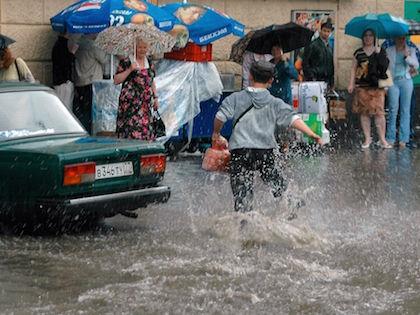 Интенсивность дождей в Московском регионе ослабнет только 27 июня //  Дмитрий Голубович / Russian Look