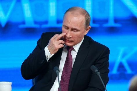 Президент заявил, что Россия относительно легко преодолела «искусственные барьеры» в виде санкций // Dmitry Golubovich / Russian Look