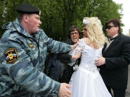Замаскированные пьяницы разогнали легальную ЛГБТ-акцию // Andrey Chepakin / Russian Look