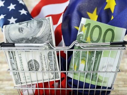 Курс доллара превысил 60 рублей впервые с марта //  Global Look Press