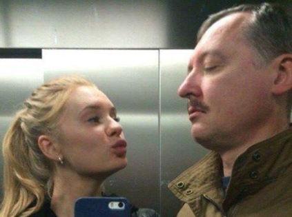 Игорь Стрелков (Гиркин) и его жена Мирослава Регинская // «Фейсбук» Павла Пряникова