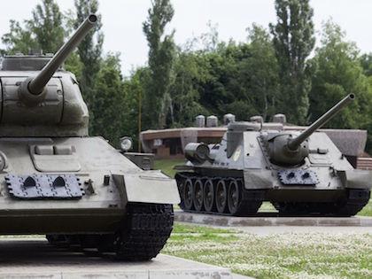Cепаратисты получили танки, БТРы, артиллерию, системы ПВО //  Николай Гынгазов / Russian Look